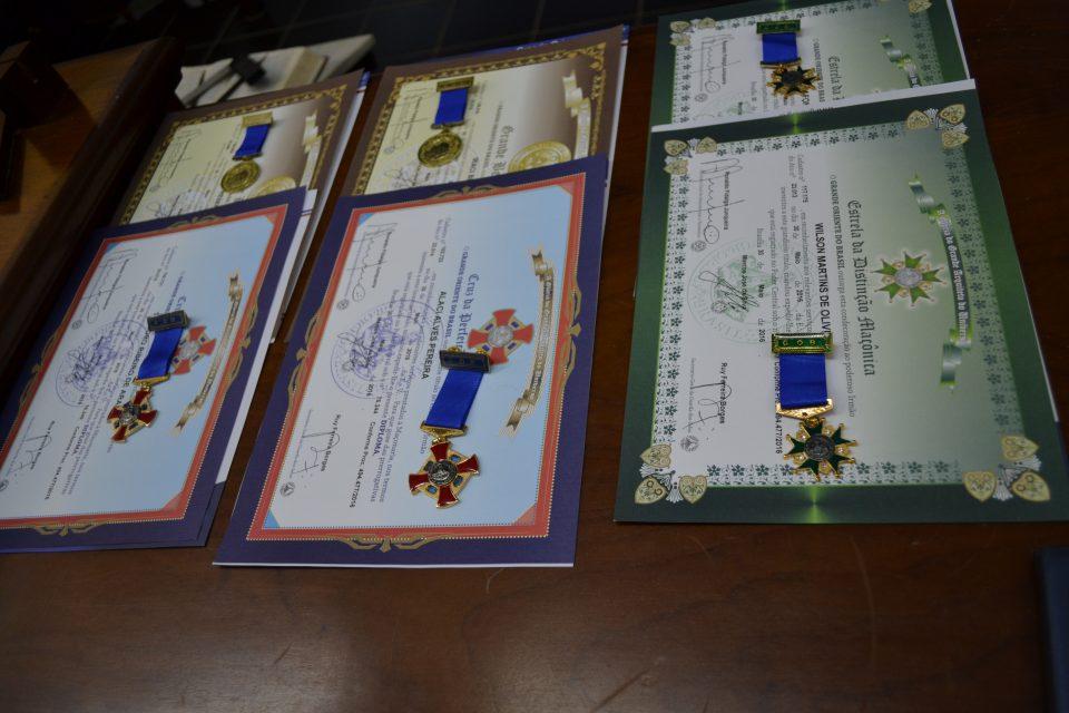 Loja Templários do Bem recebe o Eminente Grão-Mestre Luis Carlos de Castro Coelho e condecora com diplomas e medalhas vários Irmãos do quadro da Loja.